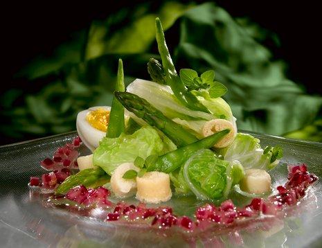 Kinakål i salat på glasstallerken