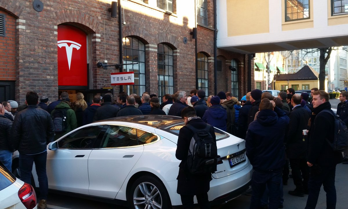 Tesla bemanner opp i Norge – søker etter teknikere landet rundt