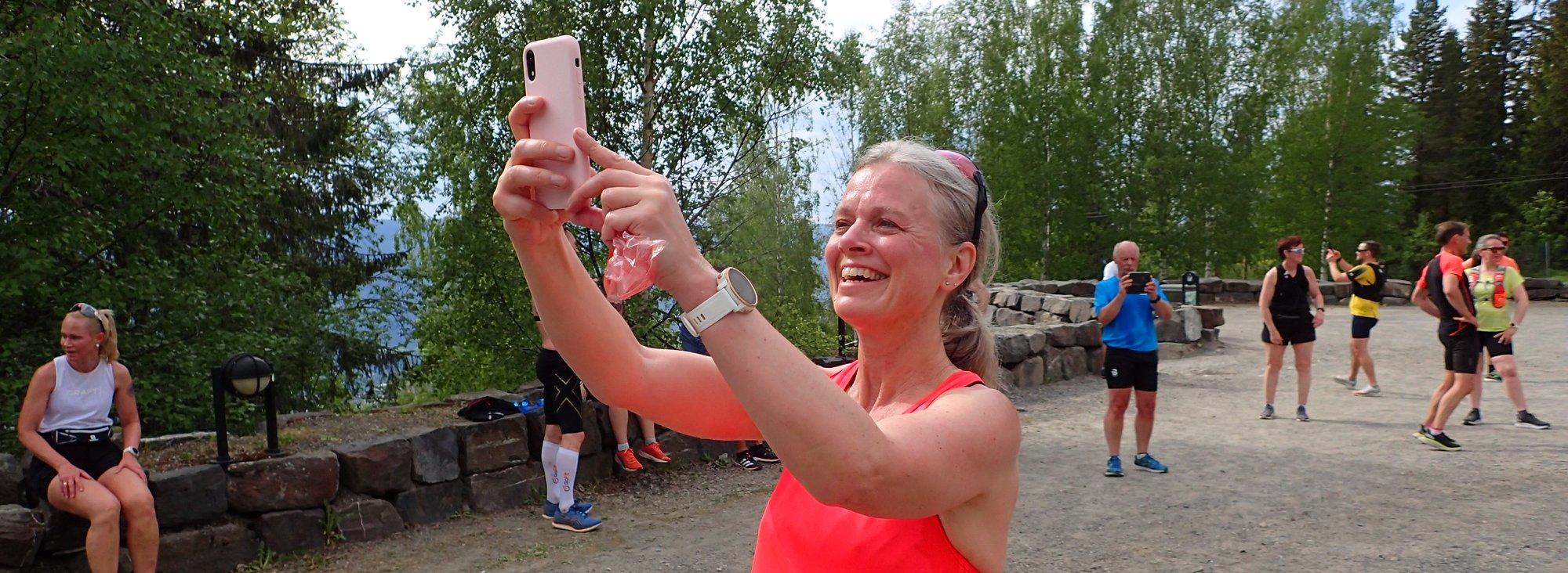 Marit Tørstad tar en selfie på trenerseminar for trenerne på Kondistreninga på Lillehammer i 2021