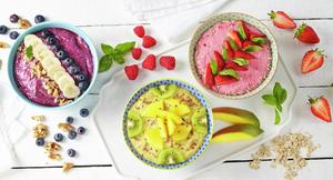 Forskjellige smoothie bowls - fristende frokost
