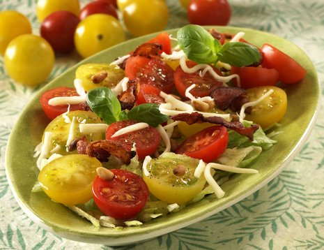 Tomatsalat i grønn bolle