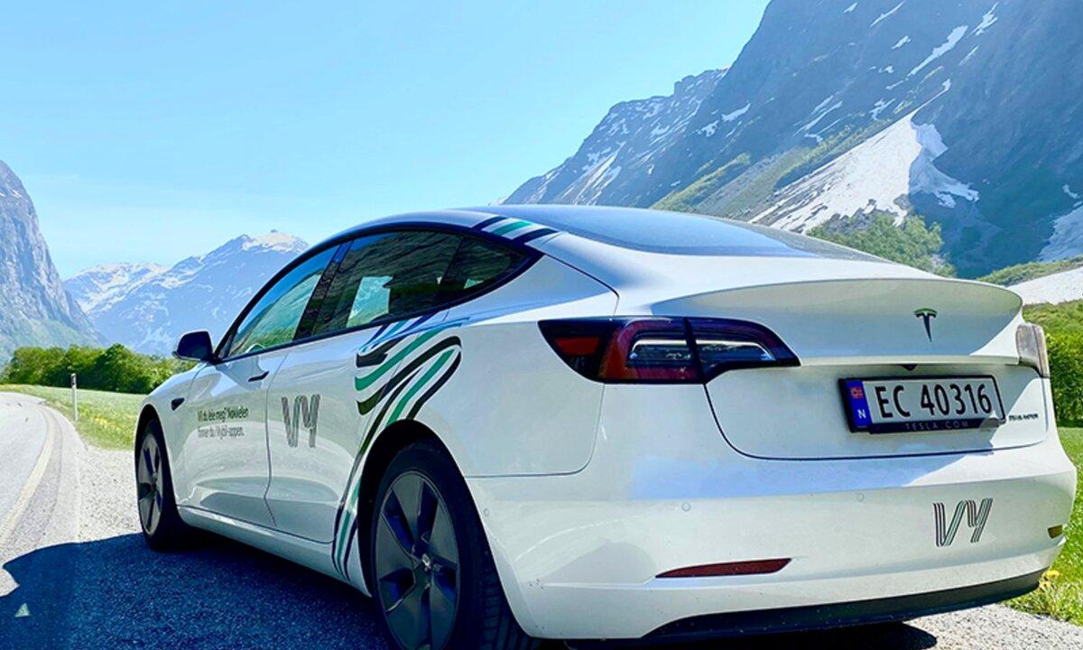 Nå tilbyr Vy også Tesla-utleie