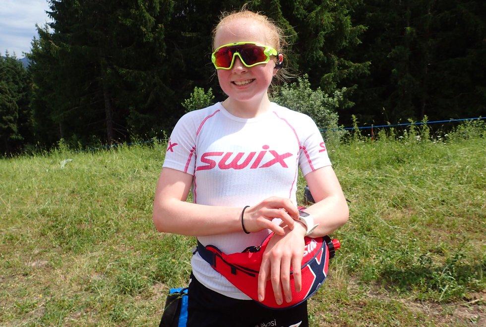Selina Asperheim Barsnes etter å ha løpt opp Monsterbakken i Cavalese i Val di Fiemme, Dolomittene, Italia