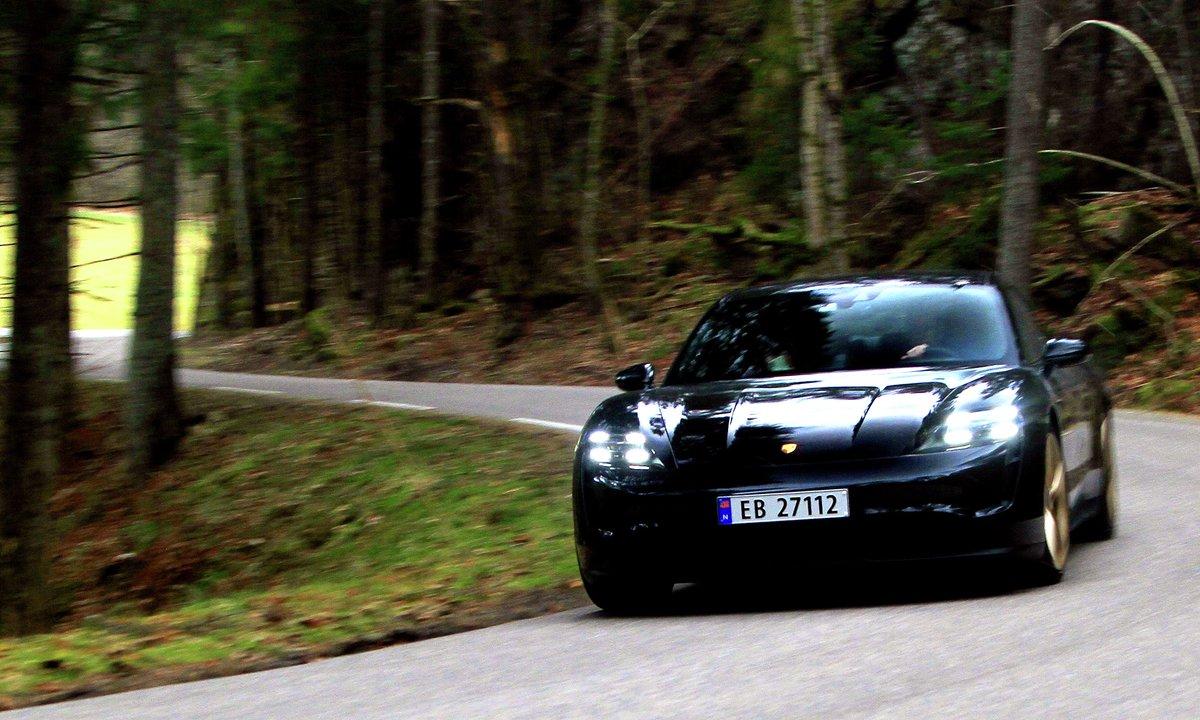 Test av Porsche Taycan 4S: Denne elbilen svinger det av
