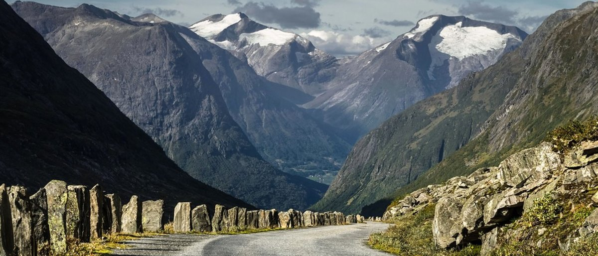 Med elbil på Nasjonal turistveg Gamle Strynefjellsvegen