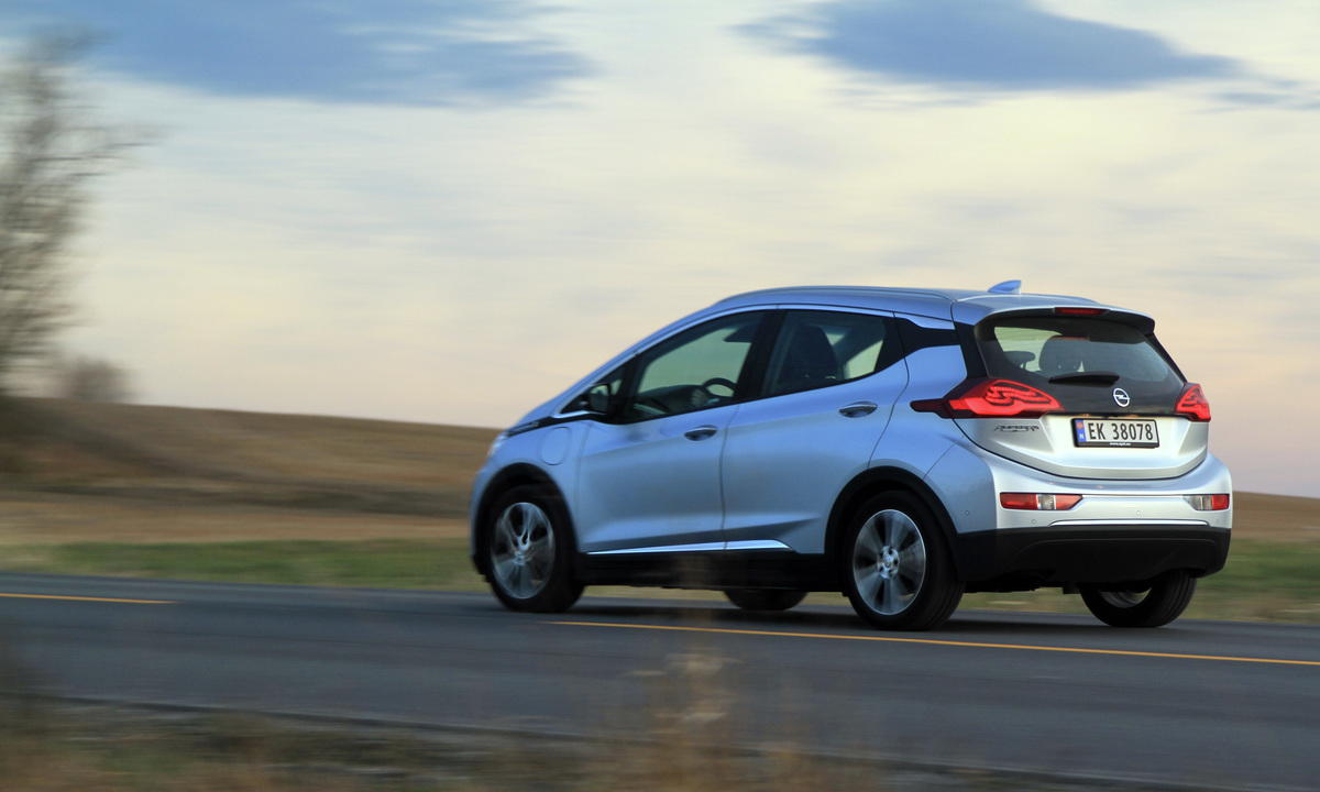 Test av Opel Ampera-e: 35 mil langt og godt førsteinntrykk
