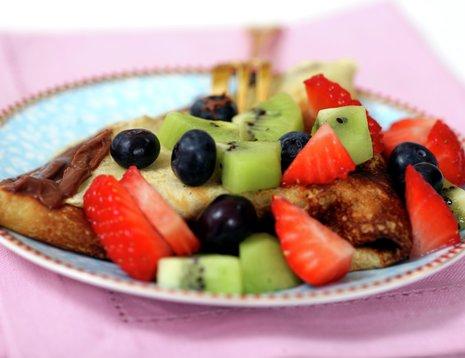 Pannekaker med frukt og bær