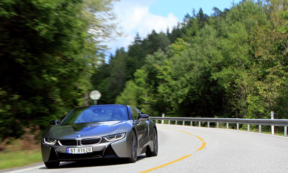 Test av BMW i8 Roadster: Perfekt byggverk for elektrisk