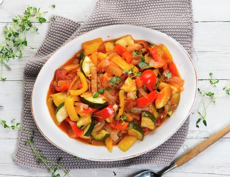 Ratatouille med squash, paprika og tomater