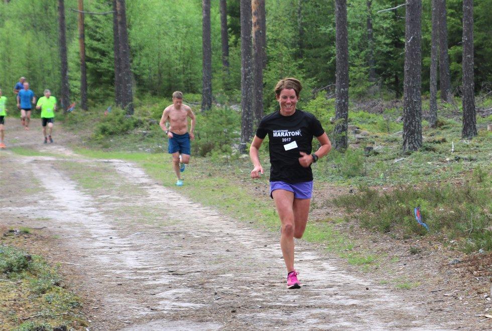 Blid: Esther Innselset i Gå-joggen i Elverum. (Foto: Rolf Bakken)