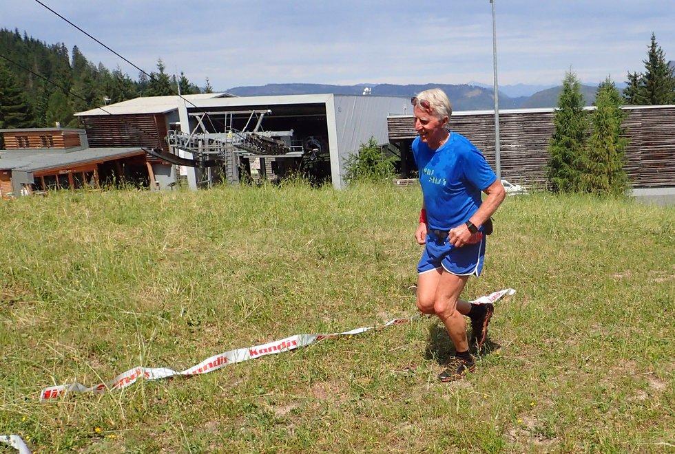 Arnt Johan Skjetne opp Monsterbakken i Cavalese i Val di Fiemme, Dolomittene, Italia