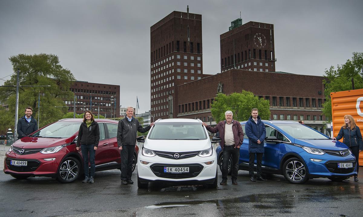 De aller første: Opel Ampera-e i rødt, hvitt og blått