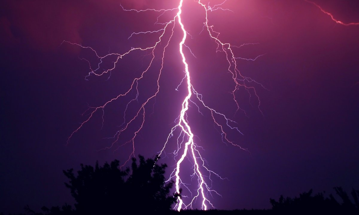 Elbil og lading: Dette bør du gjøre når det er tordenvær
