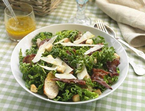Cæsarsalat med savoykål