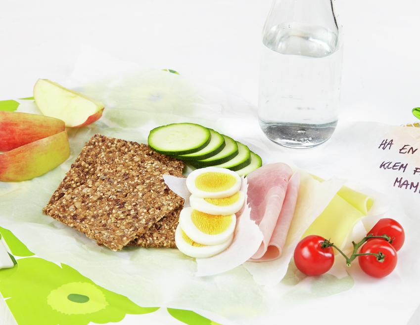 Matpakke med knekkerbrød, egg og grønt