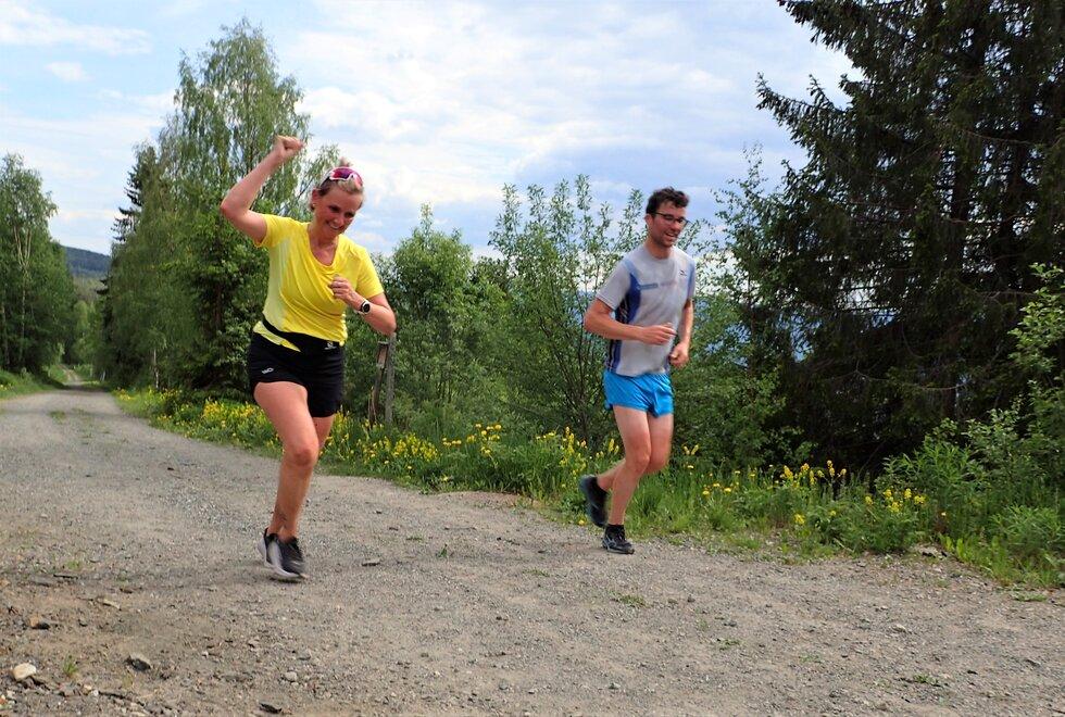 Cathrine Haraldsen og André Hammerø Løseth på trenerseminar for trenerne på Kondistreninga på Lillehammer i 2021