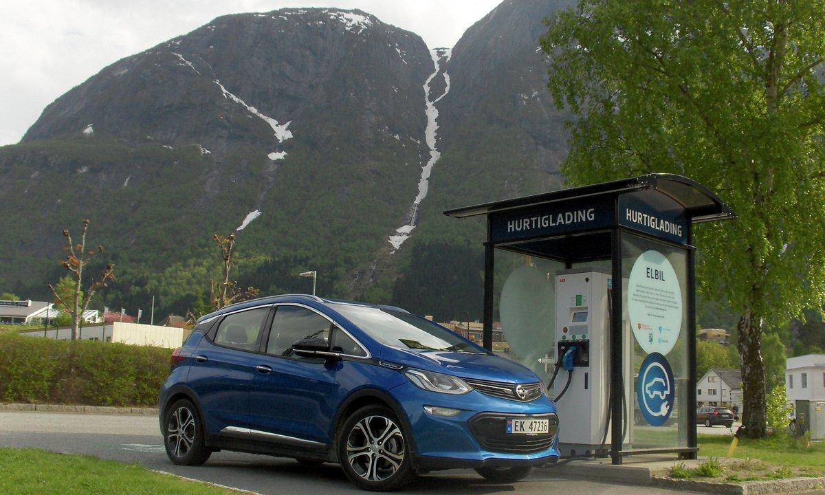 Test av Opel Ampera-e: Mykje raskare enn sist
