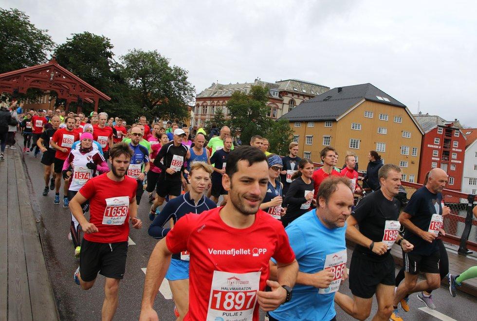 Trondheim Maraton: Forhåpentligvis kan vi til høsten på nytt løpe i flokk gjennom Trondheims gater. (Foto: Marianne Røhme)