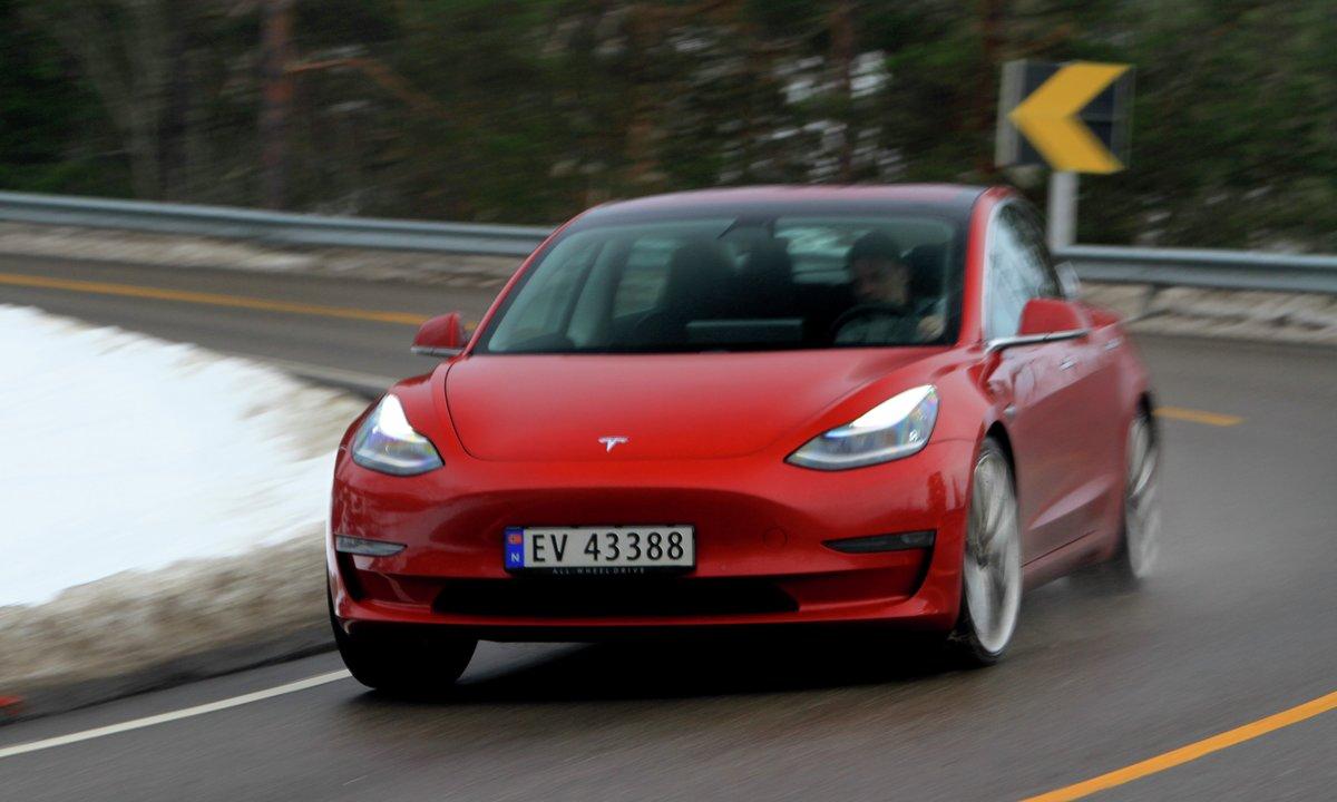 Test av Tesla Model 3 Performance AWD: Heftig kjøreglede