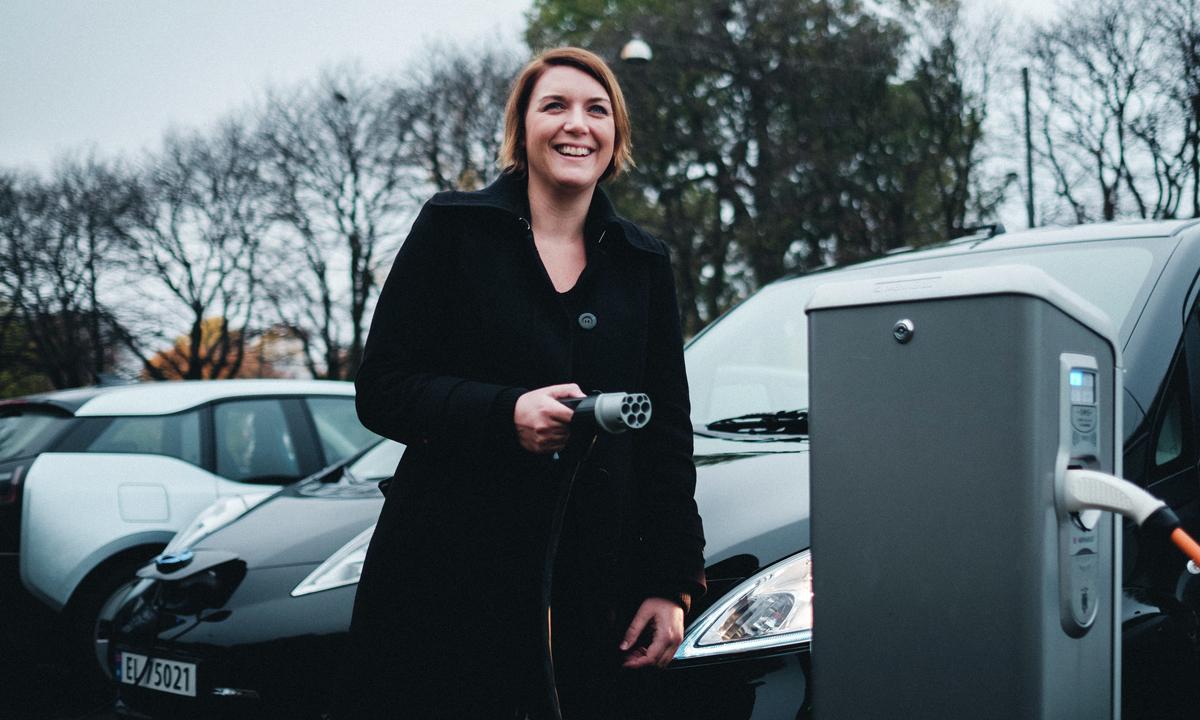Avgiftsfordelene for elbil sikres i ny regjeringsplattform