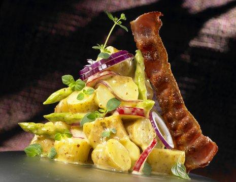 Potetsalat med sennep, reddiker og bacon