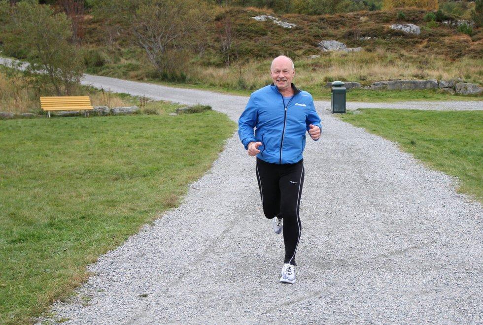 Treningstur: Sigbjørn Anton Lerstad vet nå at han kan fortsette å være aktiv med både løping og sykling selv om han har hatt anfall av hjerteflimmer. (Foto: Marianne Røhme)