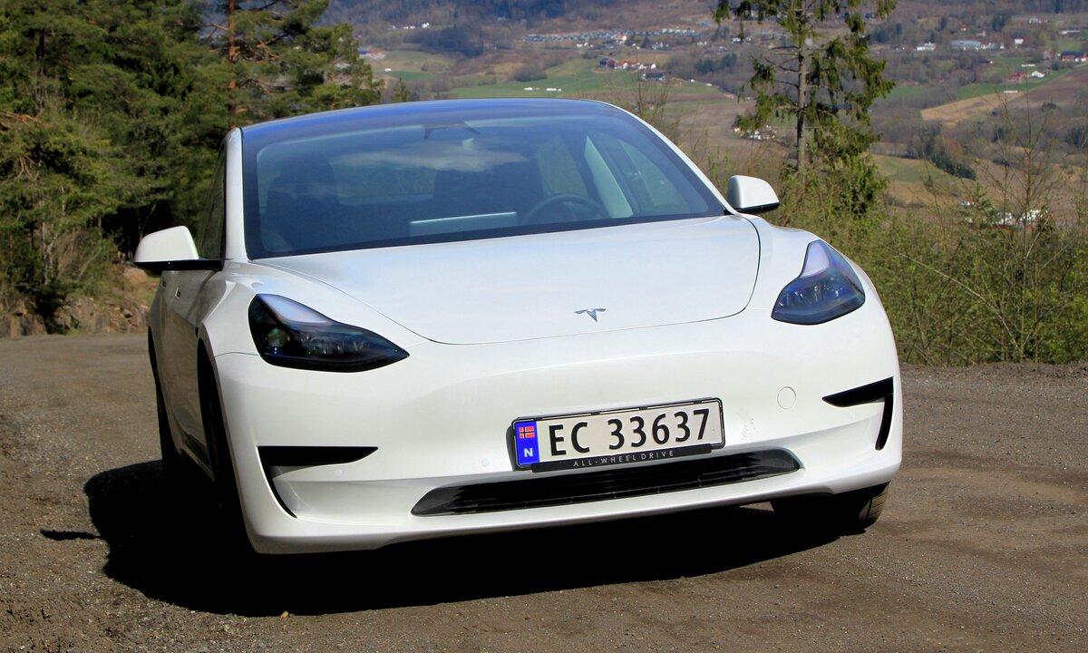 Test av Tesla Model 3 Standard Range Plus: Det beste elbilkjøpet?