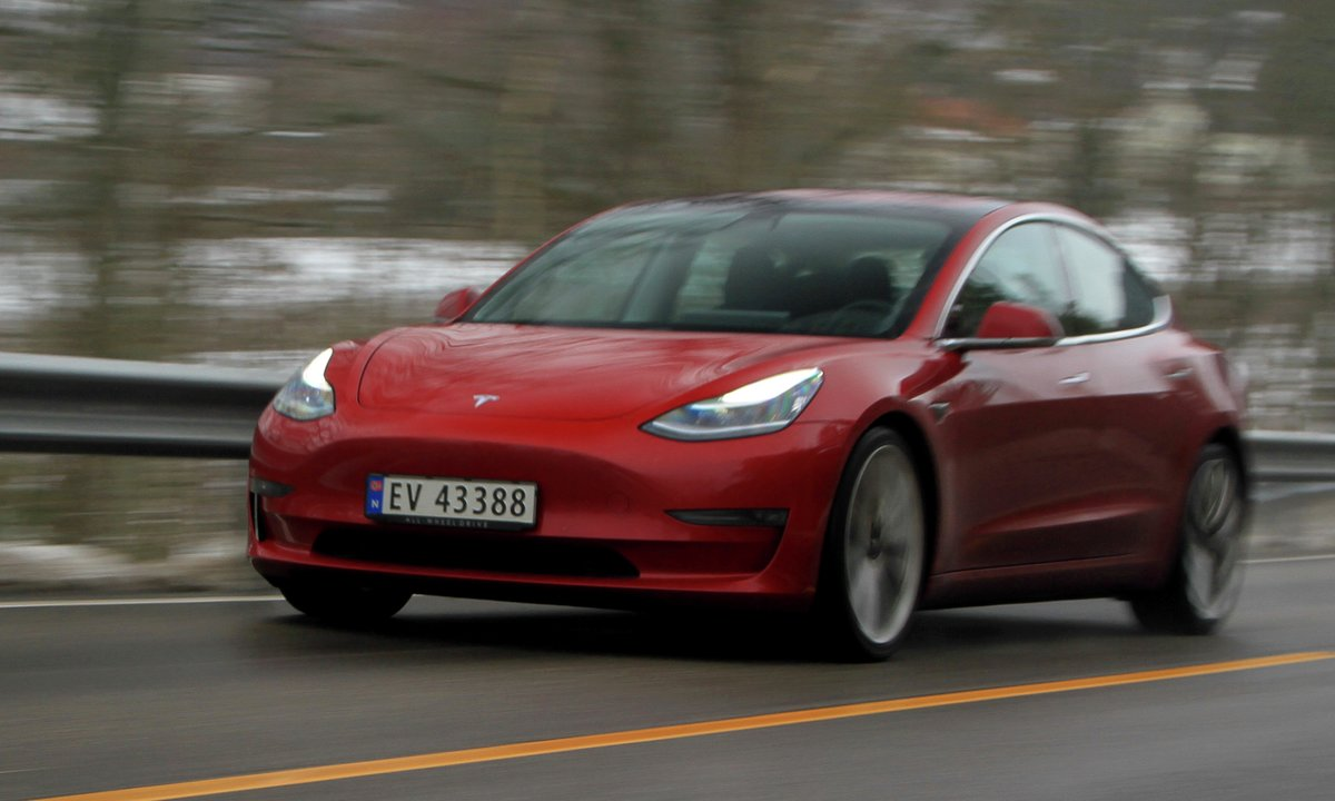 Tesla Model 3 Long Range (Performance) AWD