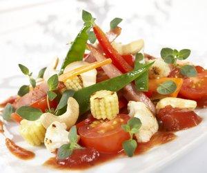 Tomatwok med grønnsaker