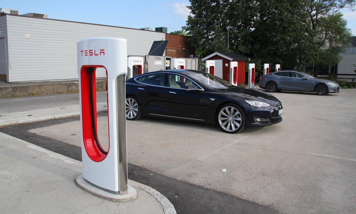 Tesla åpner Oslos største hurtigladestasjon til sommeren