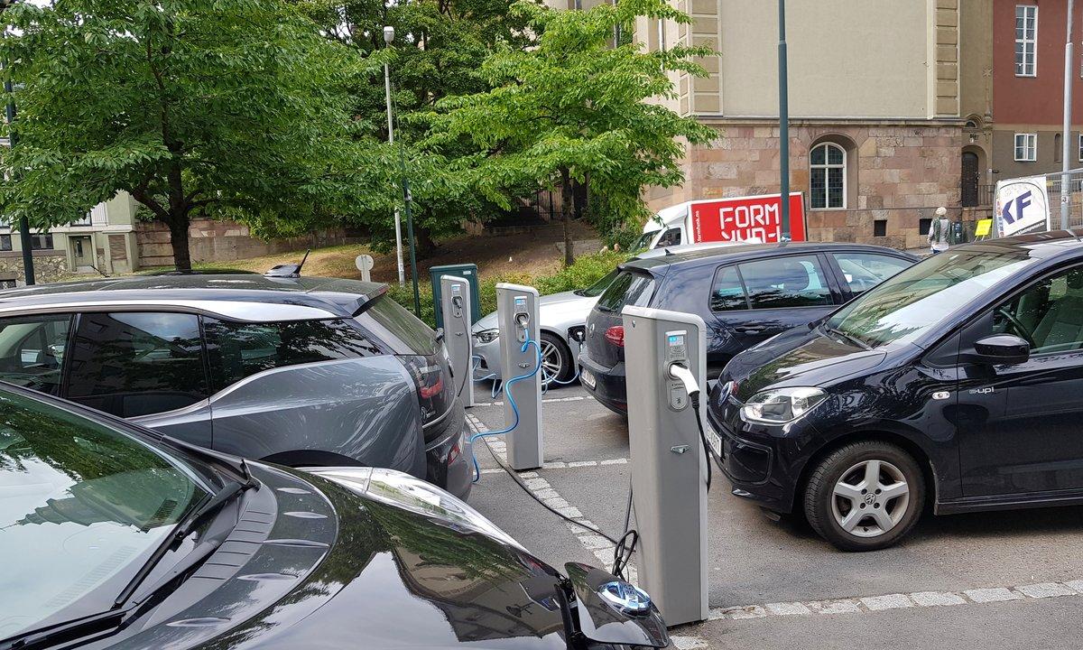 Ingen parkeringsplasser i Oslo øremerkes elektriske bildelingsbiler