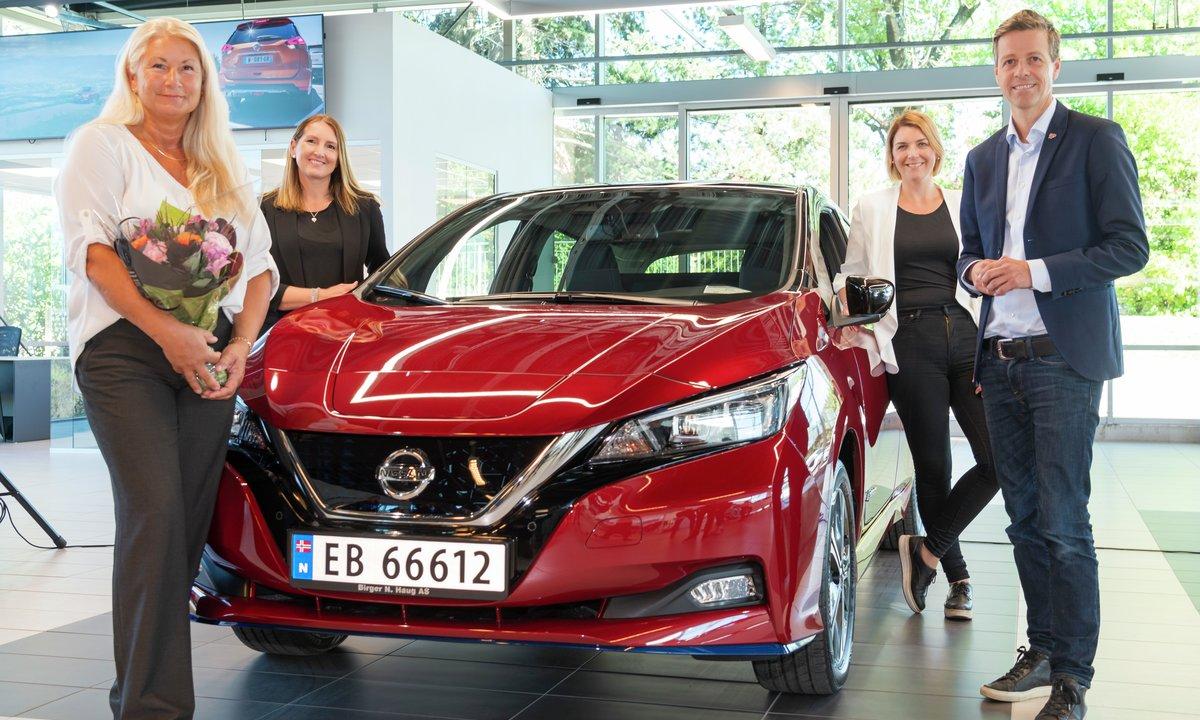 Nissan LEAF nr. 500 000 i verden overlevert til norsk kunde