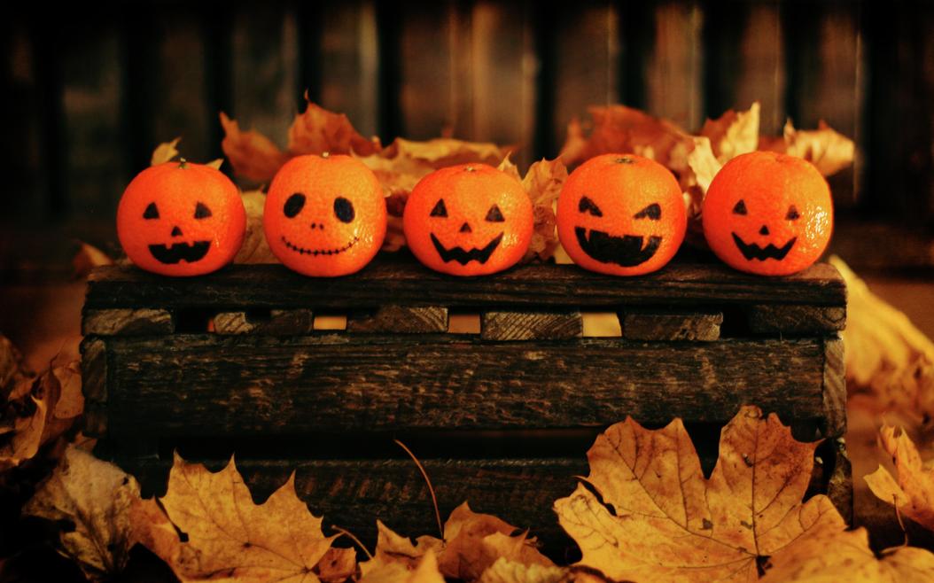 Klementiner med halloween-ansikt