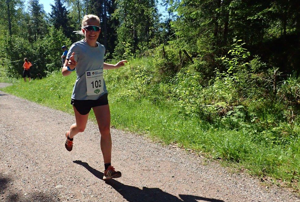Ina Høiland ble tredje beste kvinne på halvmaraton under Nordmarka Skogsmaraton 2019