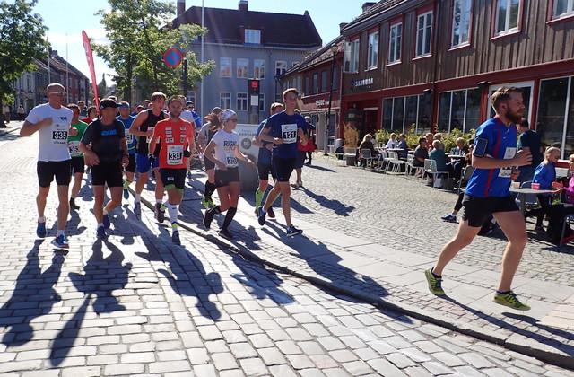Right to Play, ved Jimmy Vika, løp et av sine 20 maratonløpe på 20 dager i Trondheim.
