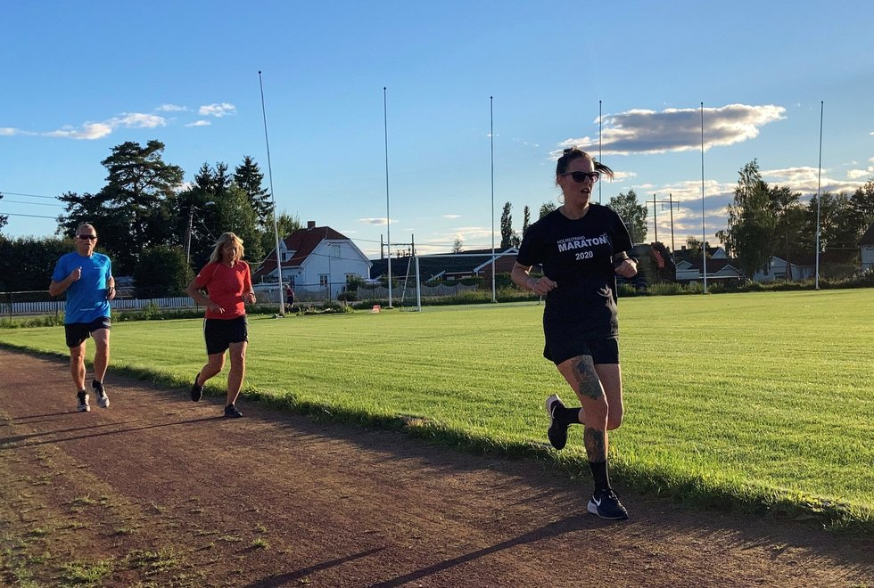 Fremst: Anette Johansen, Merete Støverud Stokke, Geir Bjerkestrand og Marianne Røhme (bakerst) da  Kondistreninga Årnes hadde 3000 meter testløp i Kondisløpet, august 2020