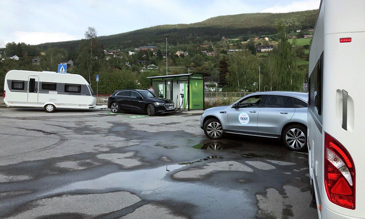 Historisk test: Nær 140 mil med tre elbiler og campingvogn