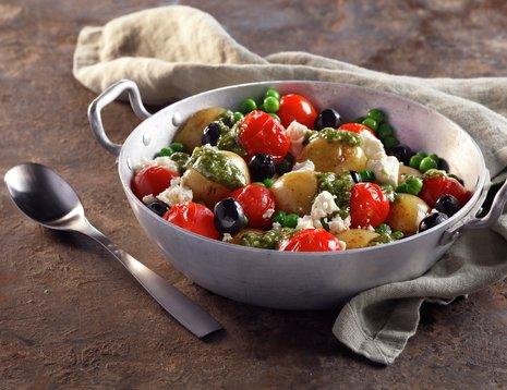 Middelhavssalat med poteter, tomater og oliven