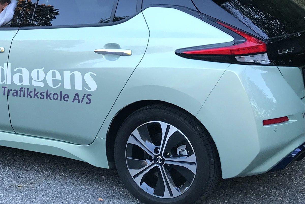 Enklere å finne elbil-kjøreskoler