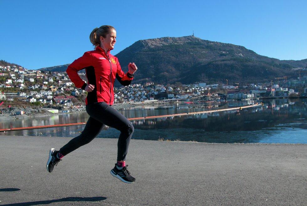 Mål om pers: Amalie Joensen har store forventninger til sesongen 2021. Første målet er å perse i Bergen City Marathon. (Foto: Arne Dag Myking)