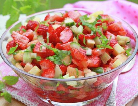 Jordbærsalsa med anansa og chili i glasskål