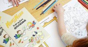 Barn som fargelegger 5 om dagen barnehage