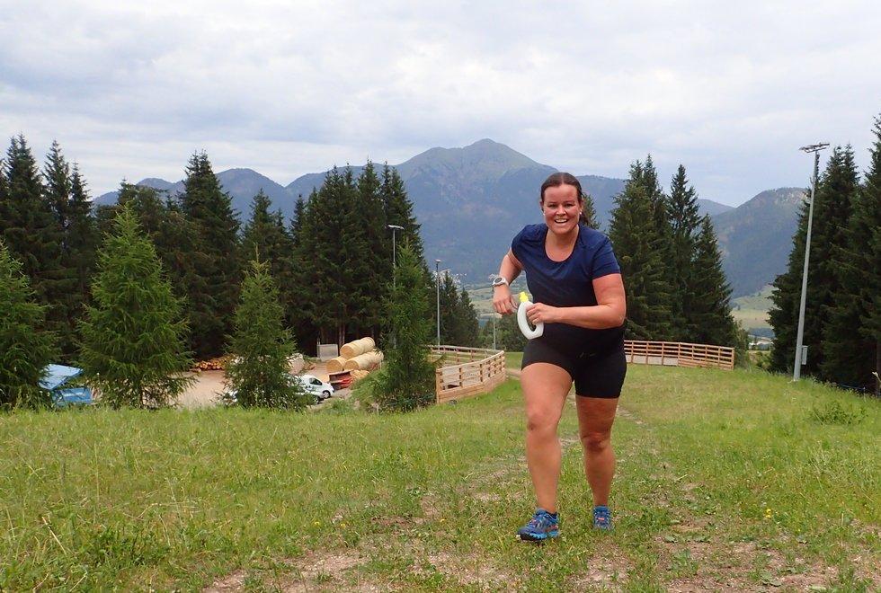 Marit Moen opp Monsterbakken i Cavalese i Val di Fiemme, Dolomittene, Italia