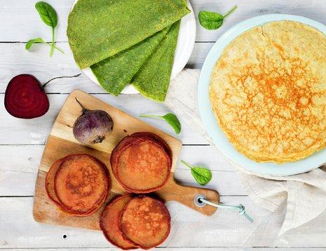 Pannekaker med spinat og bakte rødbeter