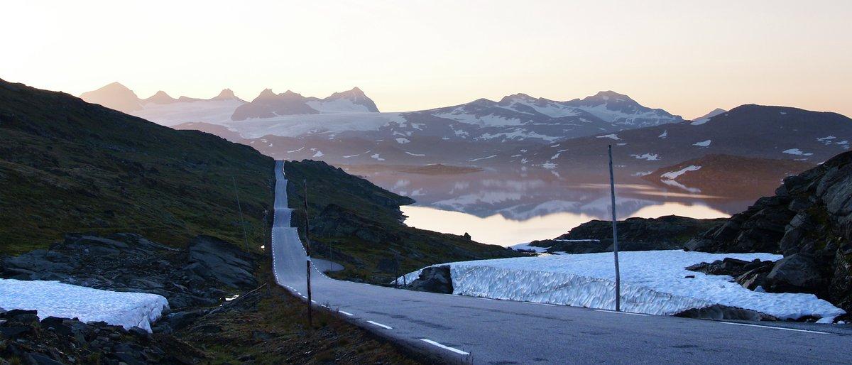Med elbil på Nasjonal turisteveg Sognefjellet