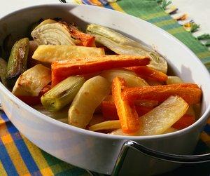 Ovnsbakte rotgrønnsaker i ildfast form