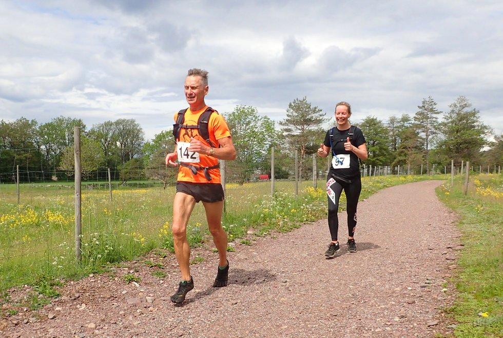 Frank Sæther og Karianne Stave i Tretoppsløpet på Jeløya 2019