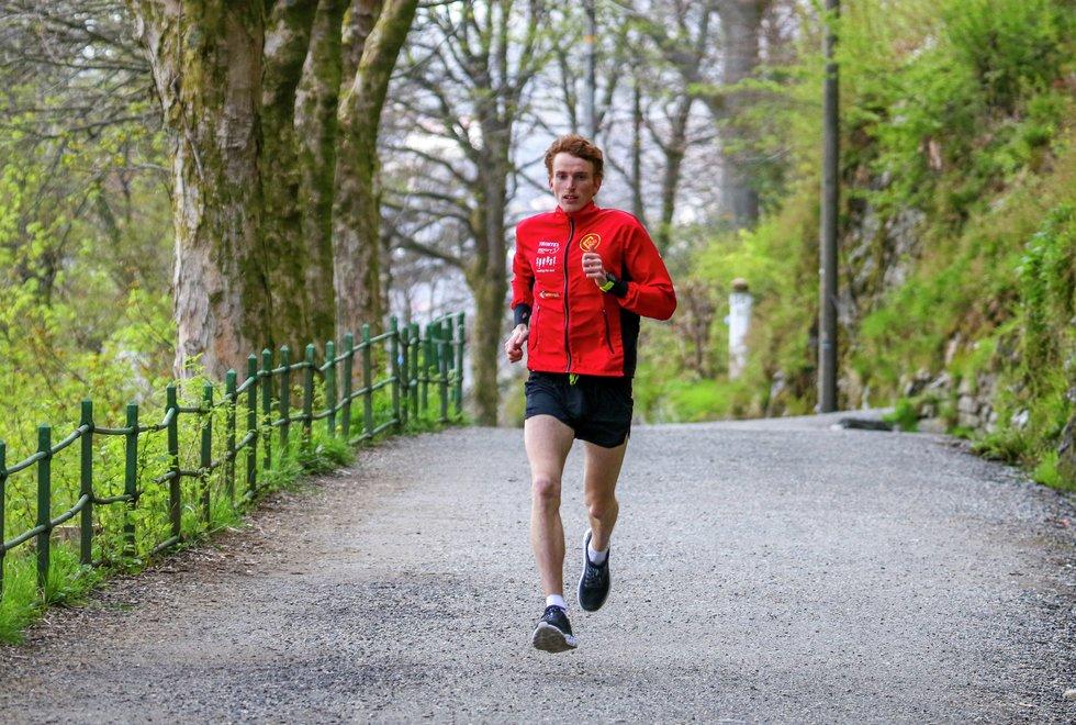 Marius Vedvik trener i Fjellveien