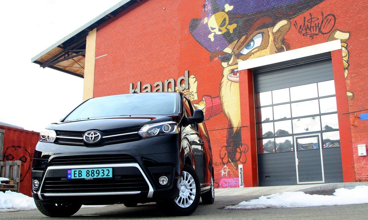 Test av Toyota Proace EV: Varebilen som leverer på det viktigste