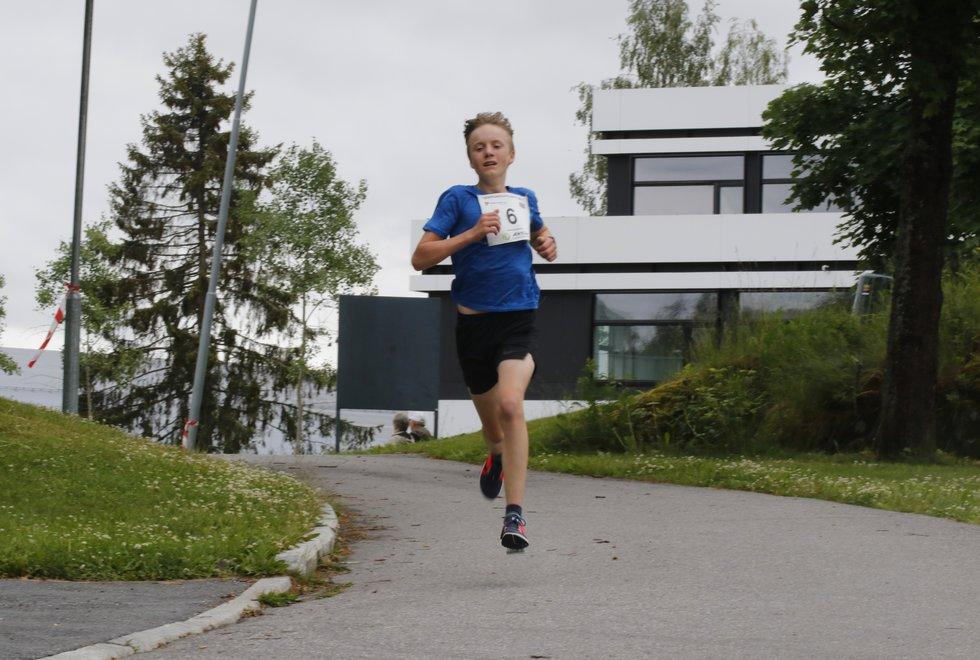 14-åringen Martin Holtet fra Granli IL var 3. raskeste løper i Sentrumsgateløpets 5 km.
